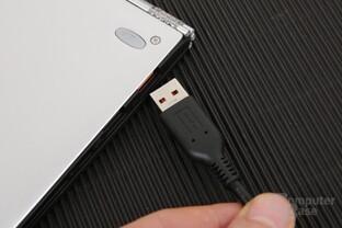Aufladen oder USB? Der Kombi-Port lässt die Wahl