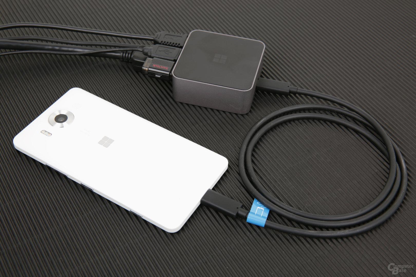 Lumia 950 am Display Dock