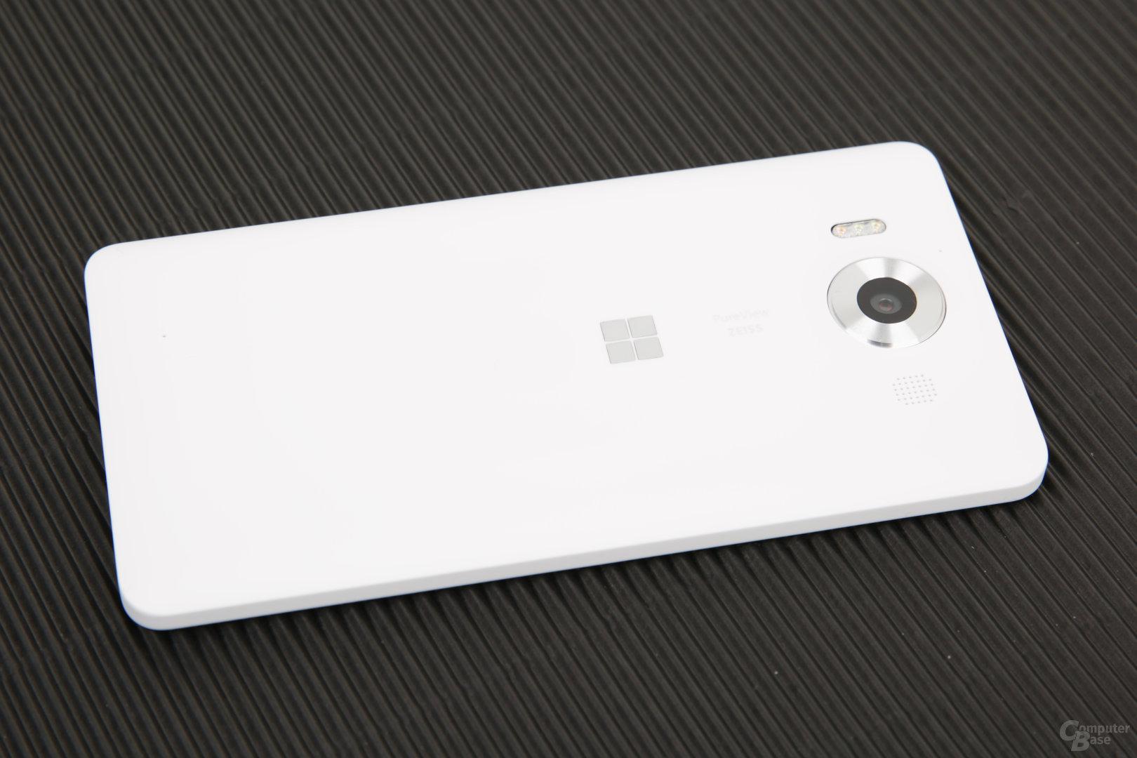 Das Lumia 950 gibt es in Weiß oder Schwarz