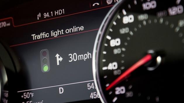 Car-to-X-Kommunikation: Audi vernetzt Automobile mit Verkehrsleitrechnern