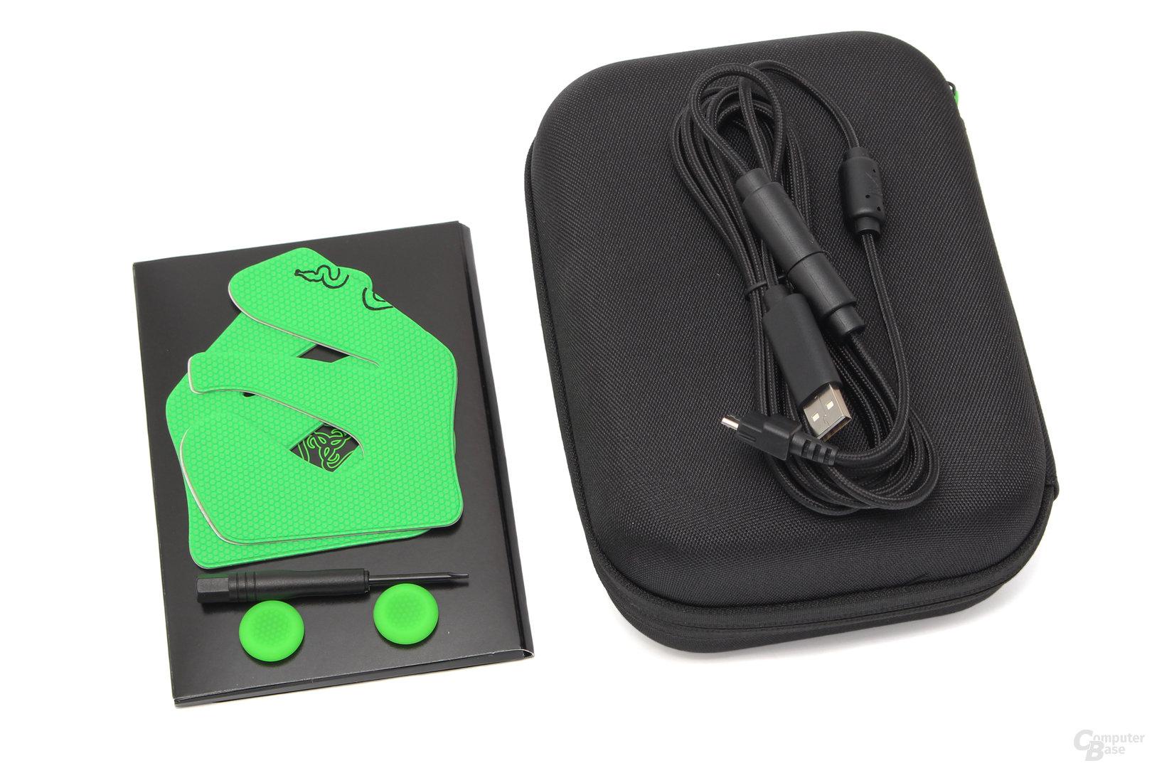 In Lagerbox: Thumbstick-Aufsätze, Schraubendreher, Kabel und Gummieelemente für die Griffe