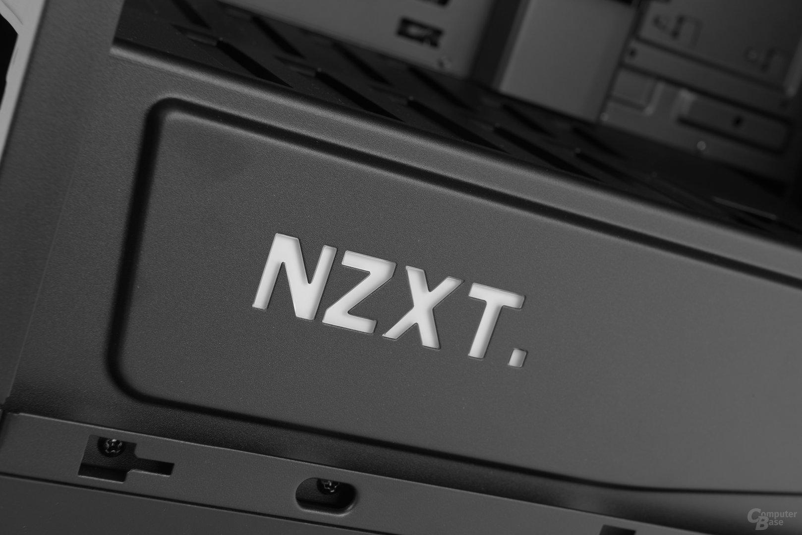 NZXT Manta – Beleuchteter NZXT-Schriftzug