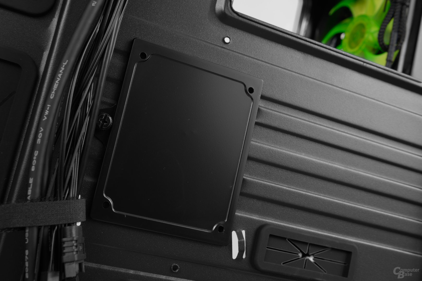 """Nanoxia CoolForce 2 – 2,5""""-Bracket an der Rückseite"""