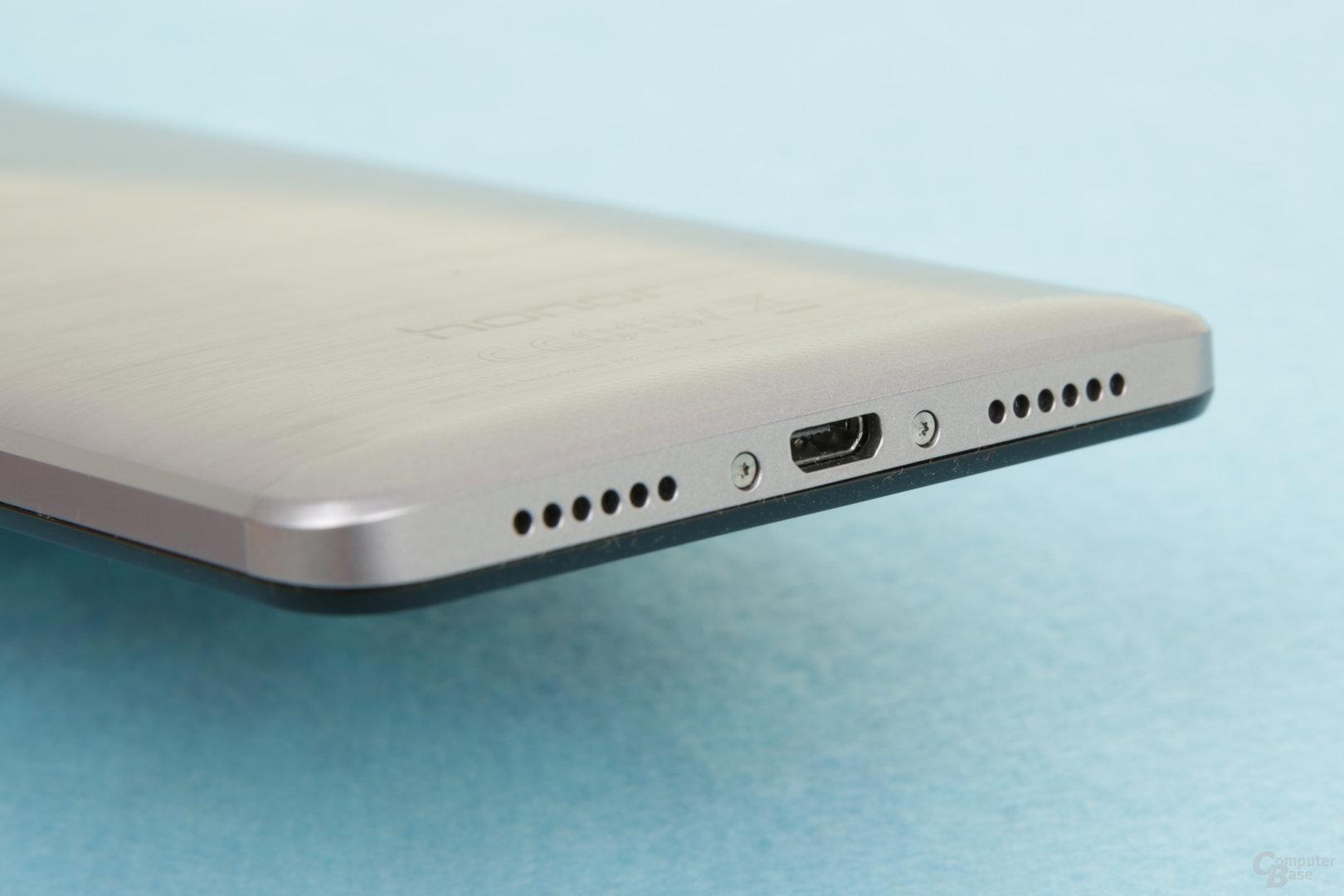 Micro-USB 2.0 und Mono-Lautsprecher links