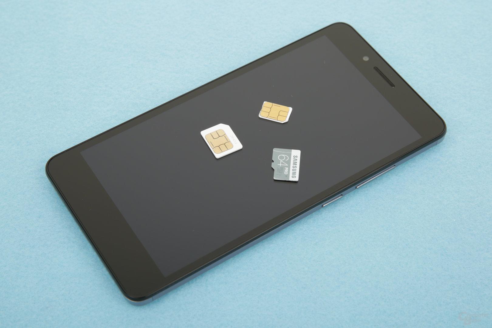 Platz für Nano-SIM, Micro-SIM und microSD