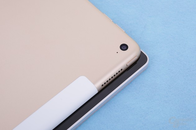 Nur in der Breite unterscheiden sich Surface Book und iPad Pro