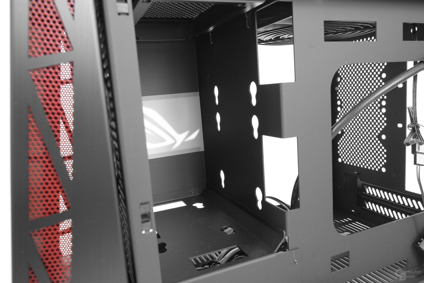 Lian Li PC-Q17 – Netzteilschacht an der Rückseite im Detail