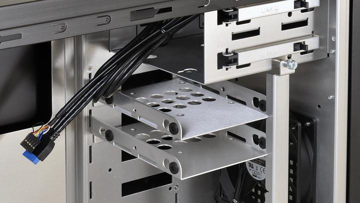 Lian Li PC-7N: Einzelhalterungen lösen HDD-Käfige ab