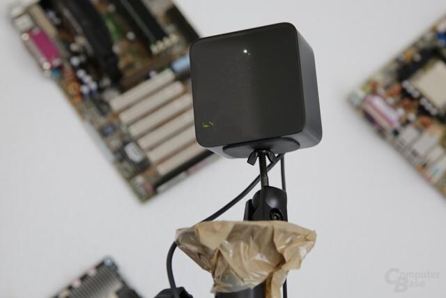 Einfach, aber effektiv: Die Basisstation auf einem Lampen-Stativ in 2 m Höhe