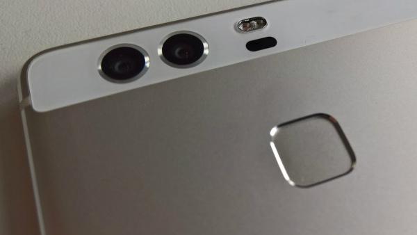 Huawei: P9 mit zwei Kameras auf der Rückseite abgelichtet