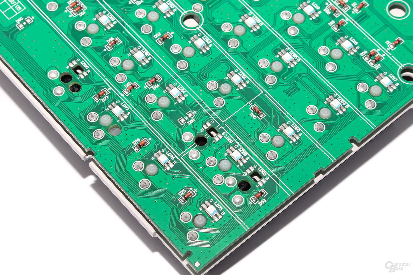 Aussparungen im PCB erlauben den Einsatz größerer LEDs