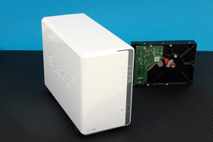 Synology DS216j: Schlichte Front mit LEDs