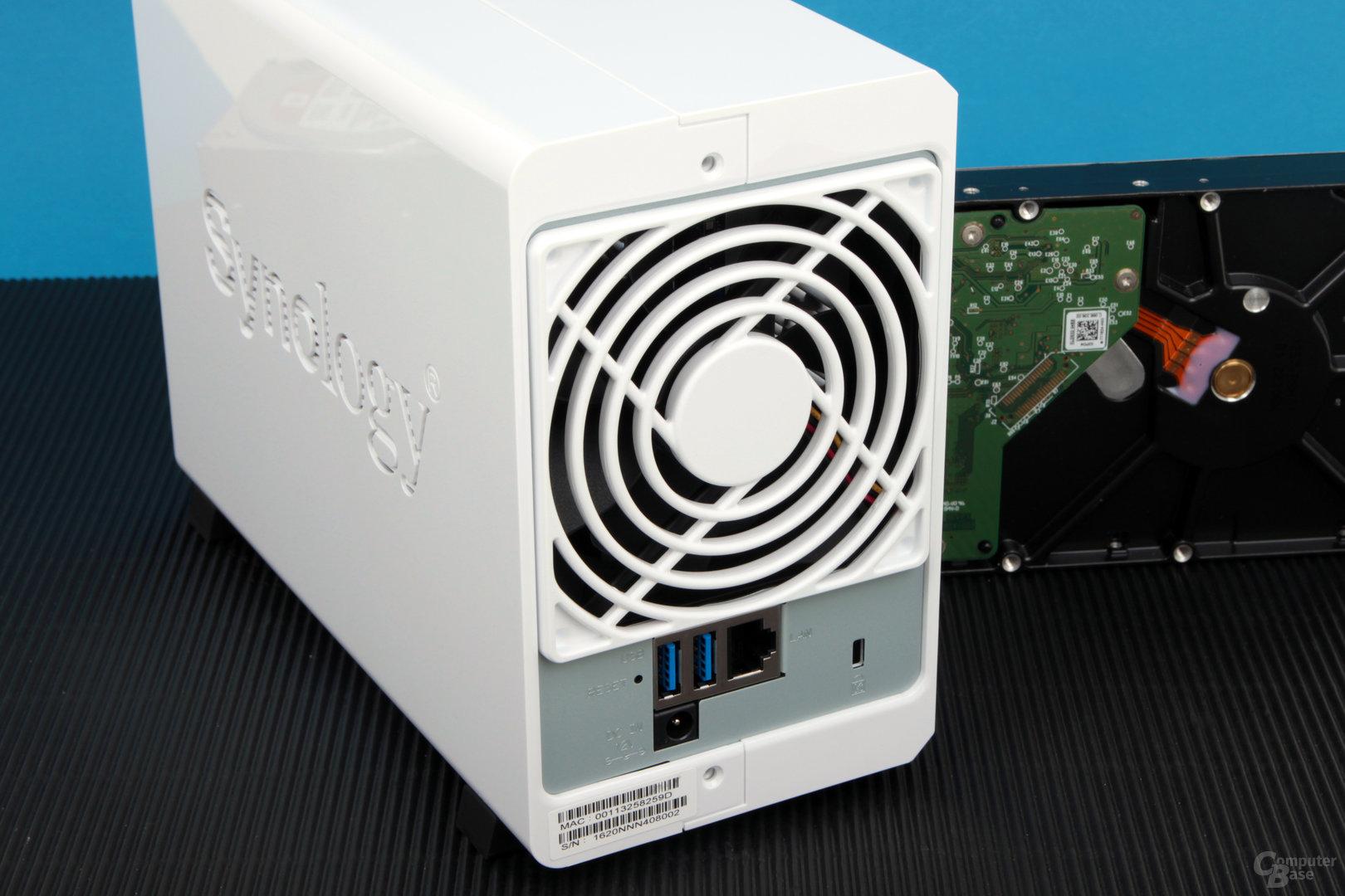 Synology DS216j: LAN, USB und Stromanschluss