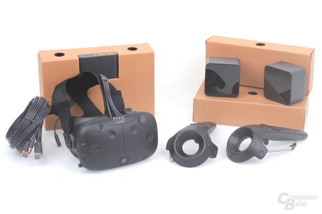 Der Lieferumfang der HTC Vive: VR-Brille, Controller, Link Box und Basisstationen
