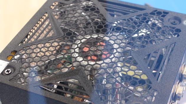 Chieftec und LC-Power: Günstige Netzteile mit blauen LEDs oder 80Plus-Effizienz