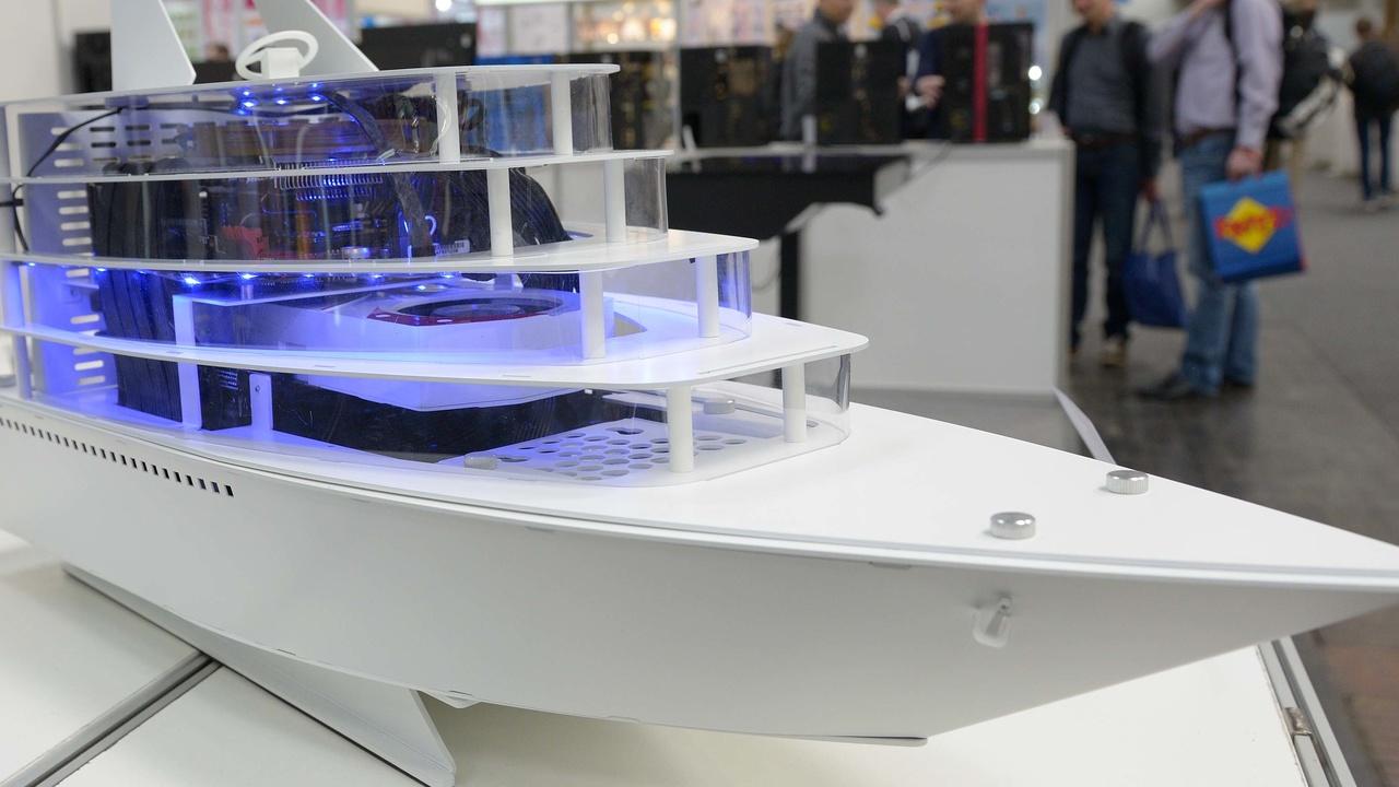 Lian Li: Stahlgehäuse, Eingabegeräte und ein Boot auf der CeBIT