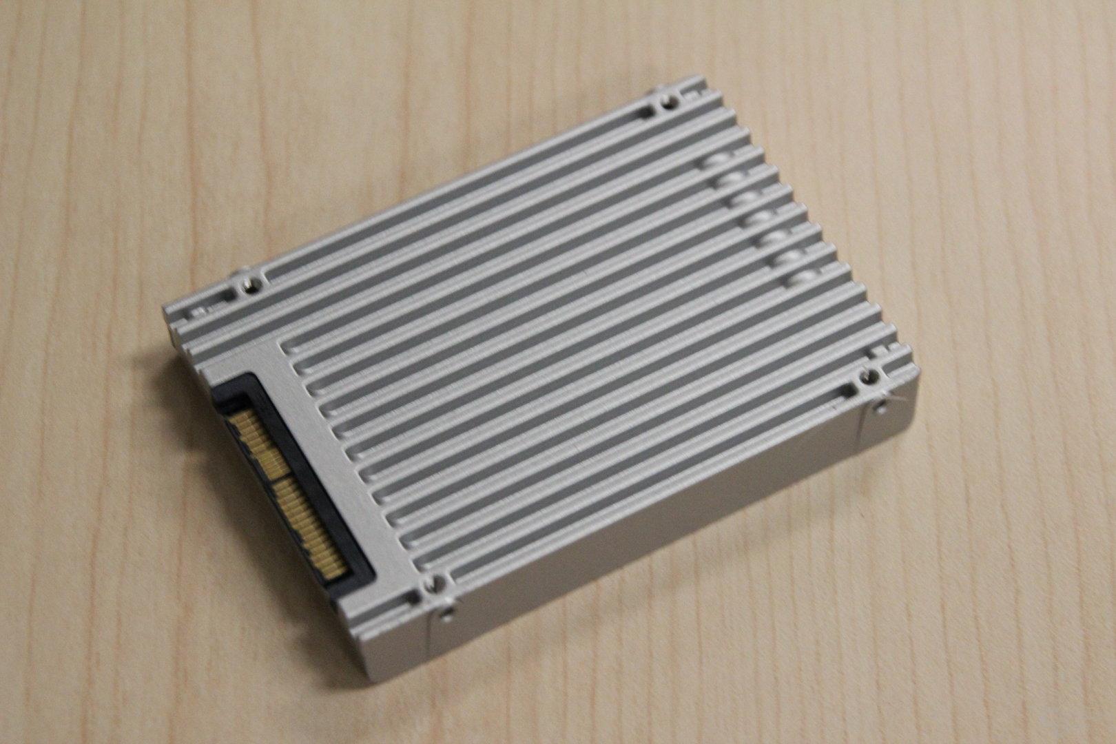 Intel SSD DC P3320 (2,5 Zoll) mit 2 TByte