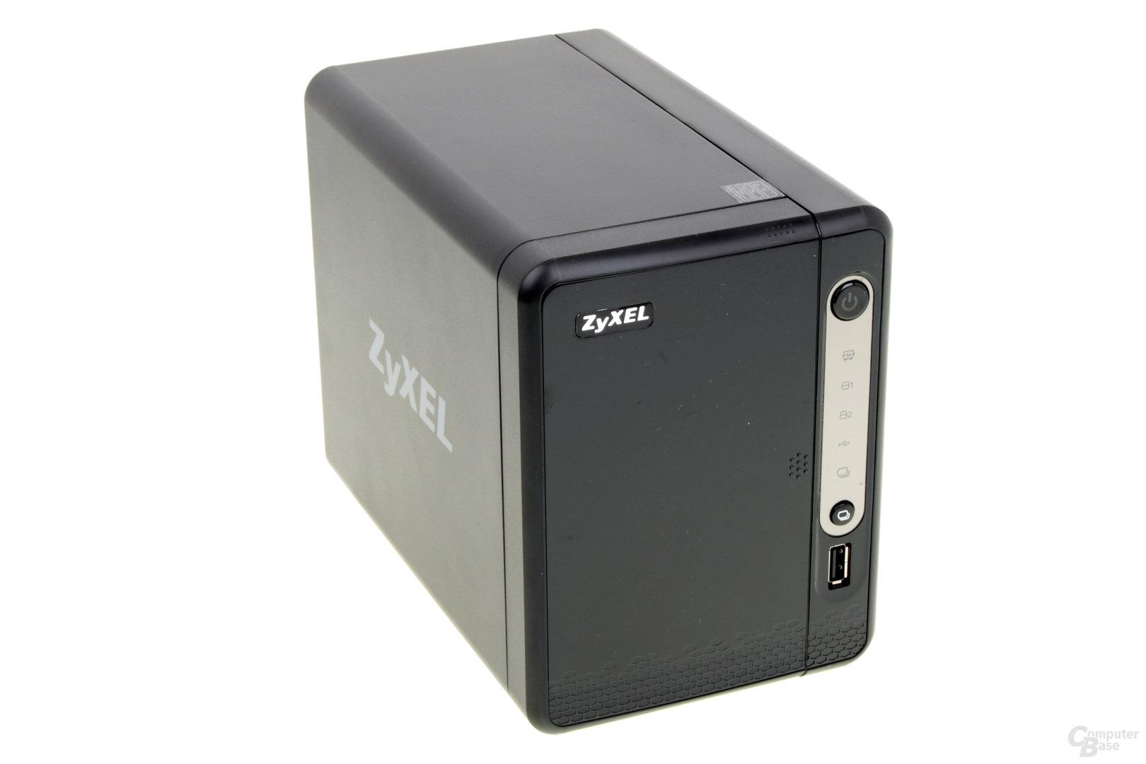 ZyXEL NAS326 – geschlossene Front mit USB 2.0 und Kopiertaste