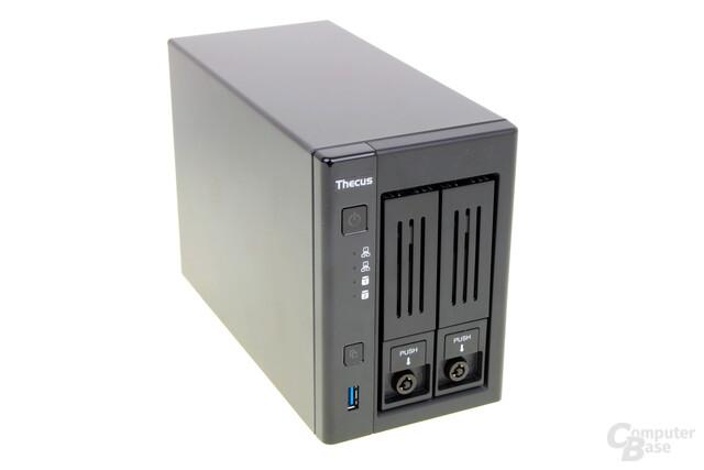 Thecus N2810 – LEDs und USB an der Front