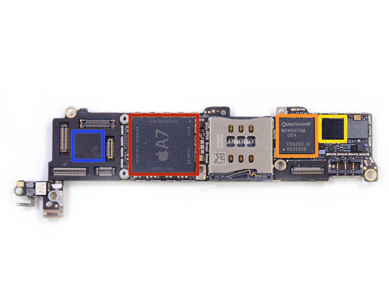 Die Platine des iPhone 5s (Rückseite) (Bild 4/8) - ComputerBase