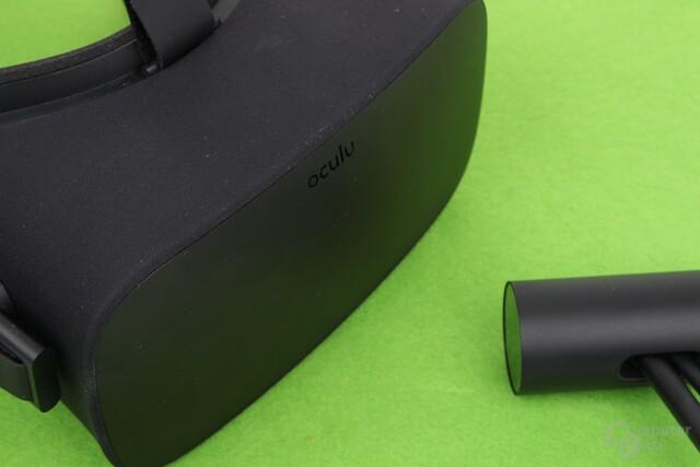Eine IR-Kamera verfolgt das Headset