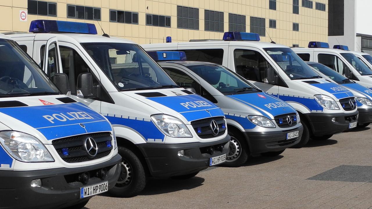 Razzia: Polizei geht mit Großaufgebot gegen Hacker vor
