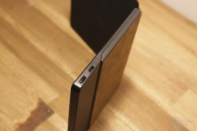 An/Aus-Schalter und Micro-USB an der Unterseite