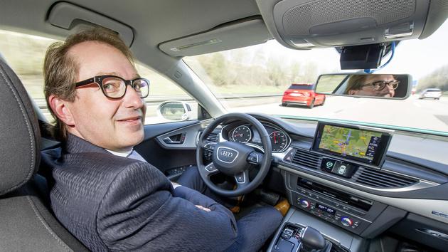 Autonome Fahrzeuge: Dobrindt treibt Gesetz für selbstfahrende Autos voran