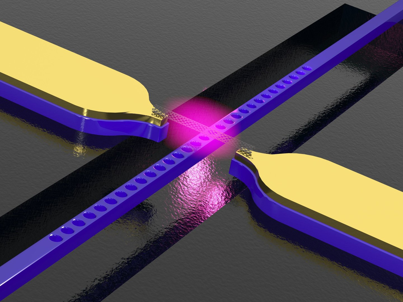 Kohlenstoff-Nanoröhre über einem photonischen Kristall-Wellenleiter mit Elektroden. Die Struktur wandelt elektrische Signale in Licht.