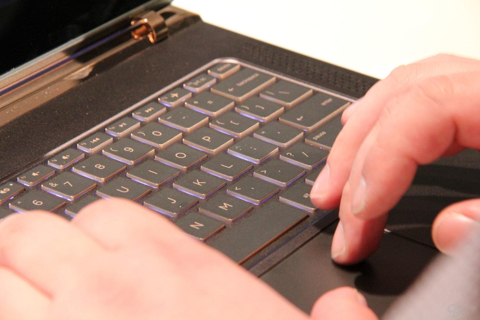 Präzises Touchpad mit Milchglas-Oberfläche