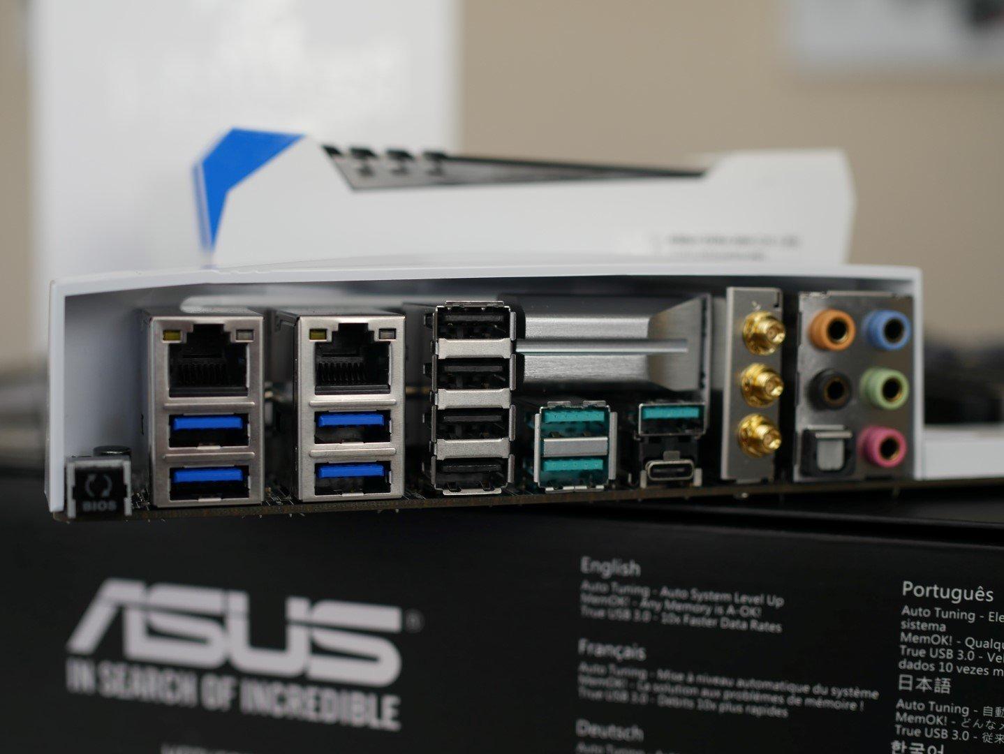 Asus X99-Deluxe II: Blick auf das I/O-Panel