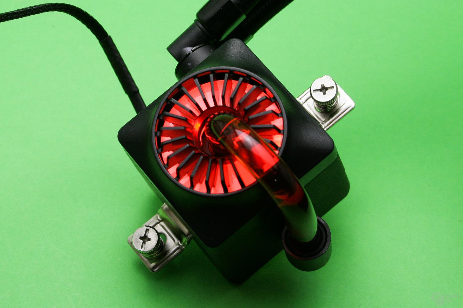 Deepcool Captain 240 EX: Pumpeneinheit beleuchtet