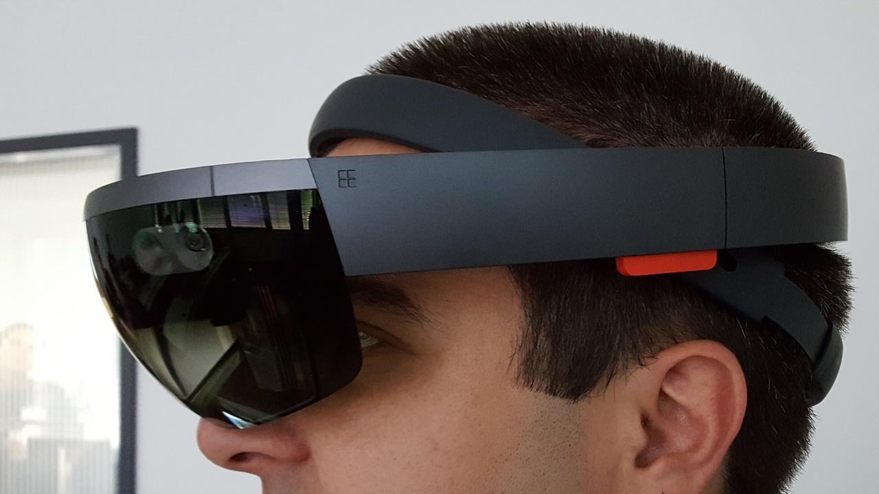 HoloLens ausprobiert: Von Holo-Dinosauriern bis Machu Picchu in VR