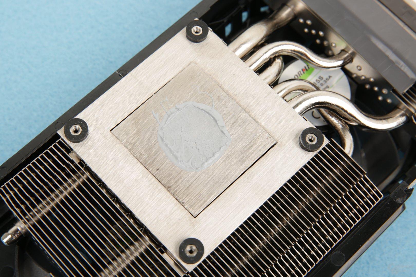 Inno3D setzt auf eine Bodenplatte