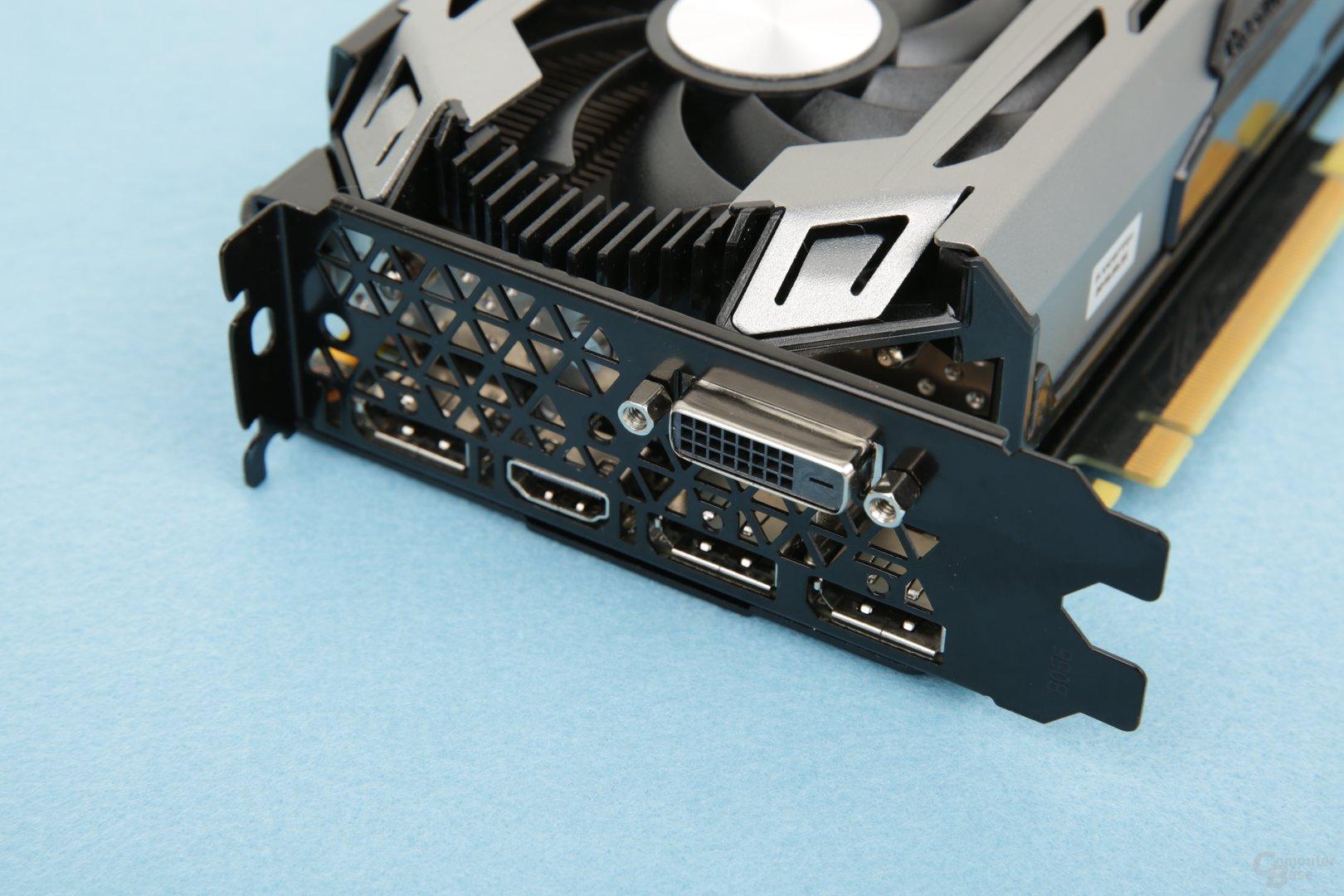 3 x DisplayPort 1.4, 1 x HDMI 2.0 und 1 x DVI