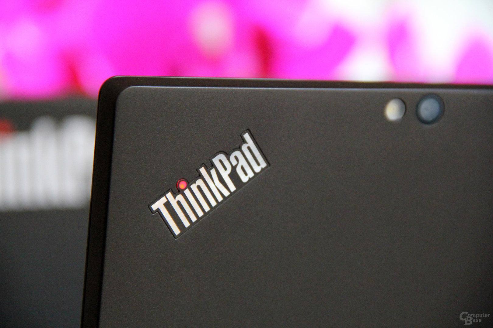 ThinkPad-Logo mit Status LED und Kamera (Blitz)
