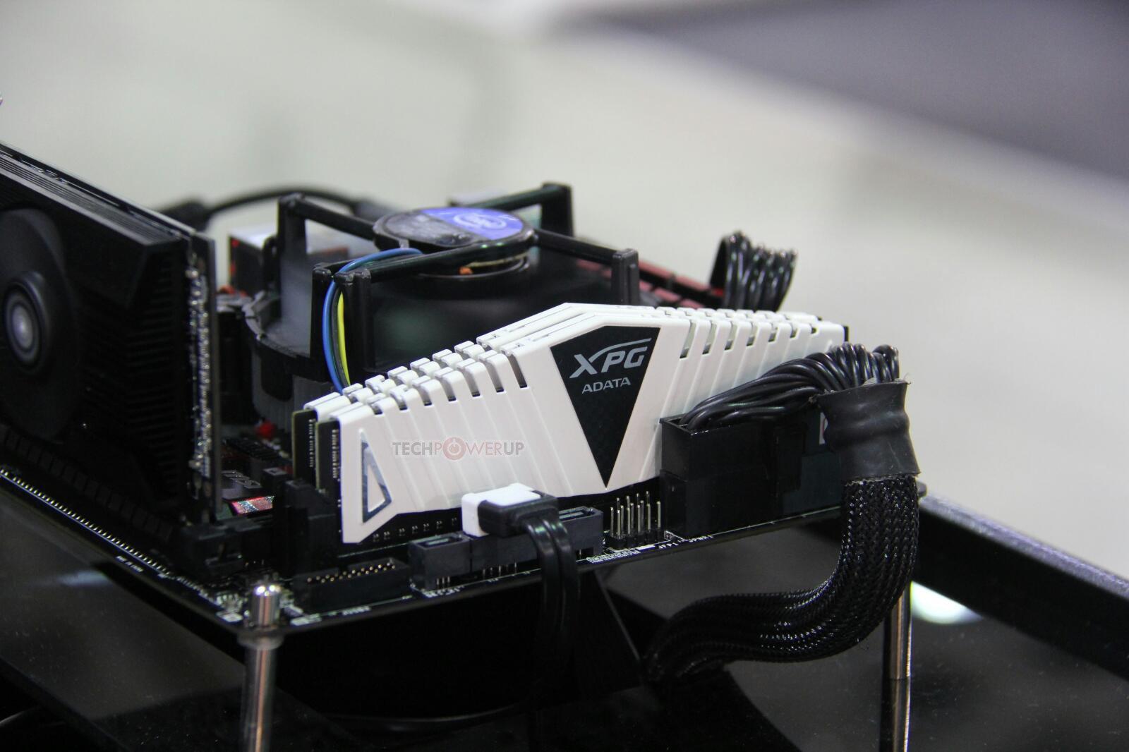 Adata zeigt DDR-4.400-RAM für Desktop-PCs