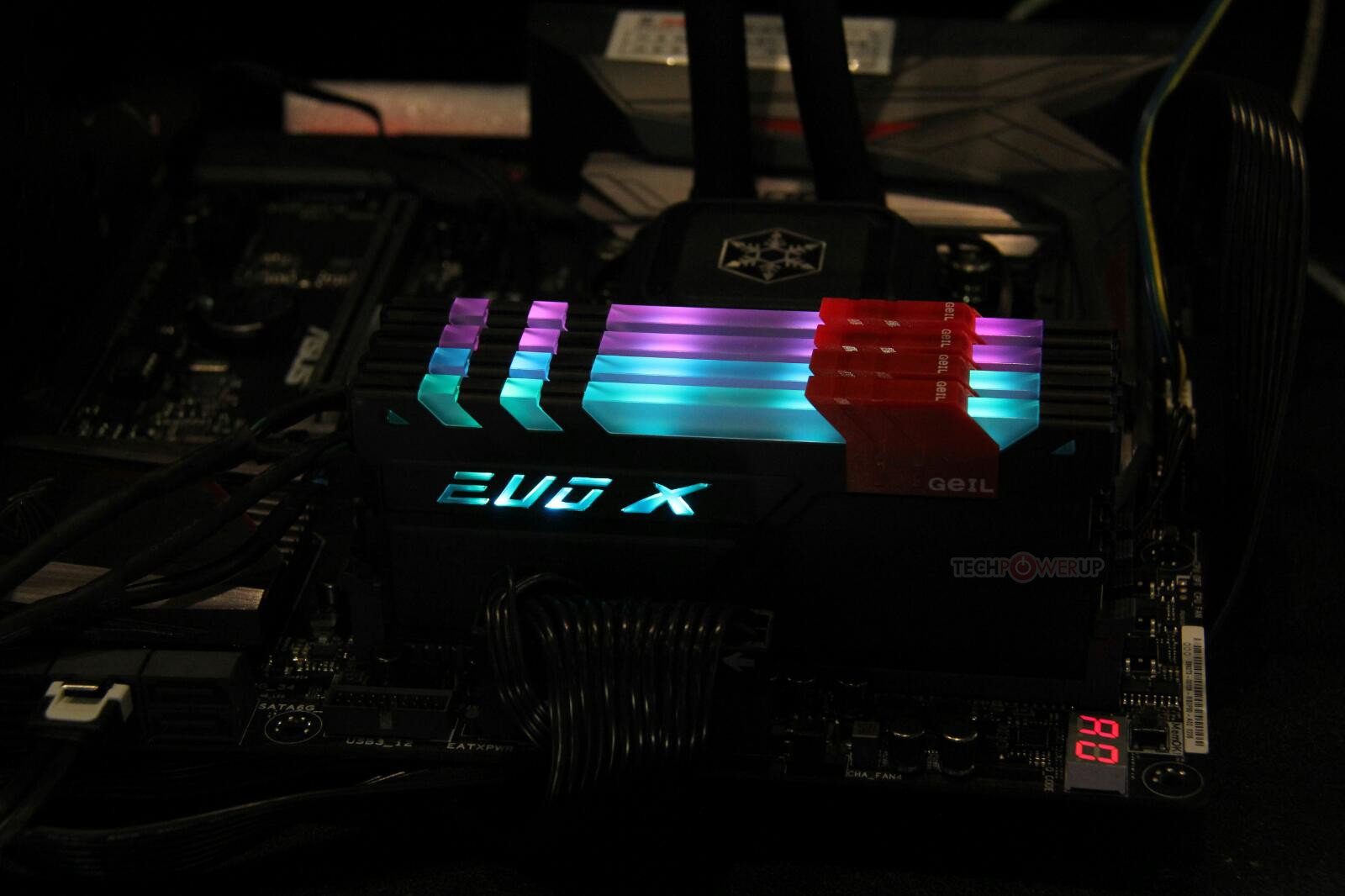 GeIL EVO X – Beleuchtung über USB-Anschluss konfigurierbar