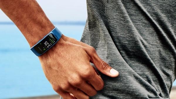 Fitness-Wearables: Samsung Gear Fit 2 und Gear IconX Headset vorgestellt