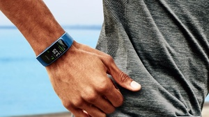 Fitness-Wearables: Samsung Gear Fit 2 und Gear IconX Headset vorgestellt