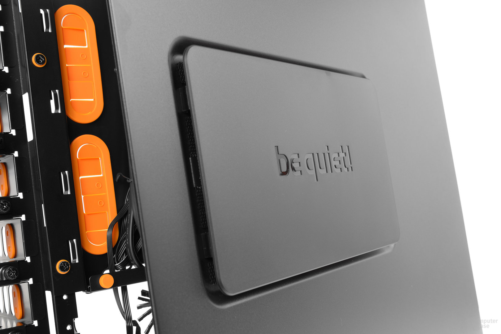 be quiet! Dark Base Pro 900 – Seitliche Öffnung für optionale Lüfter