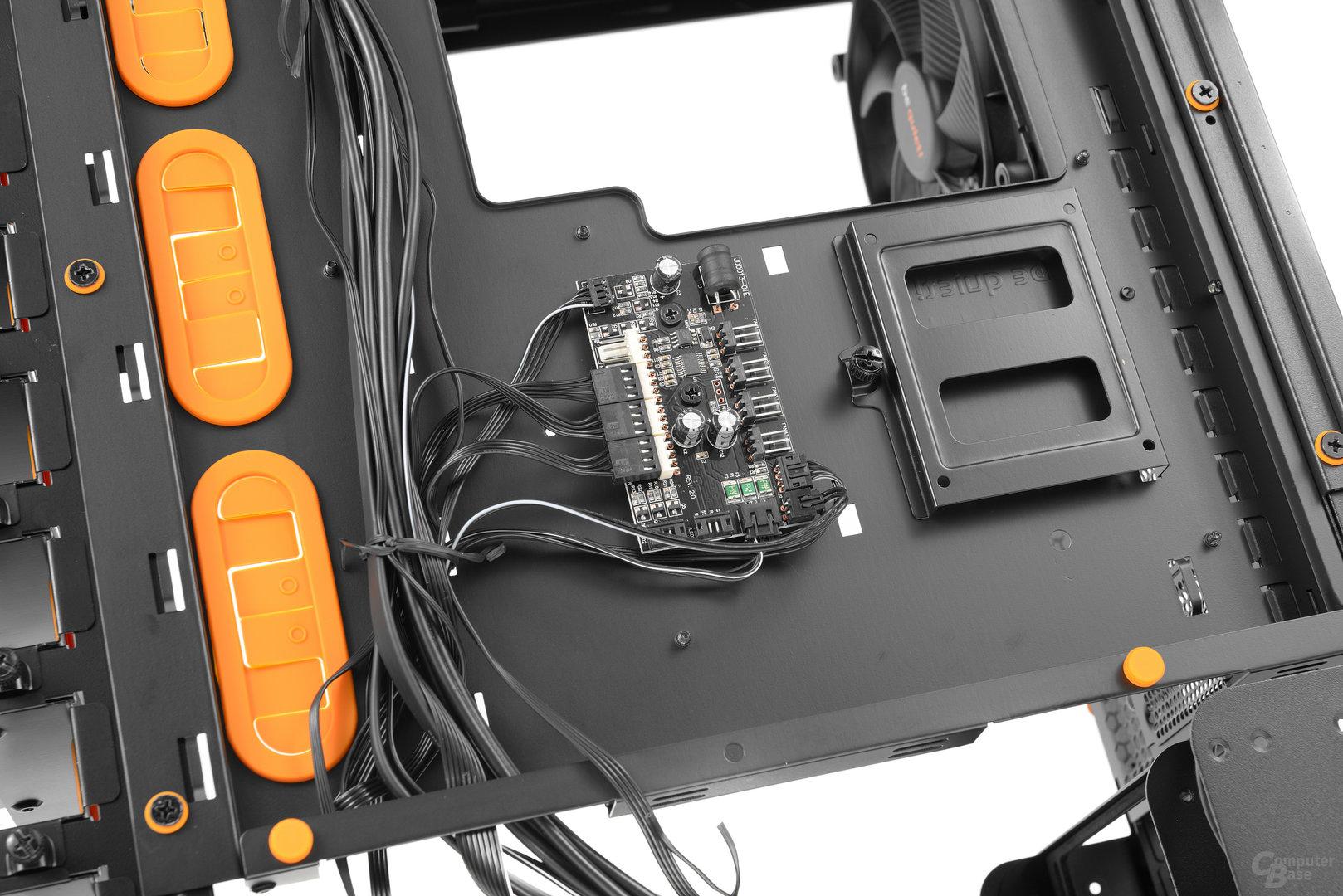 """be quiet! Dark Base Pro 900 – 2,5""""-Bracket und Multifunktionsplatine an der Trayrückseite"""