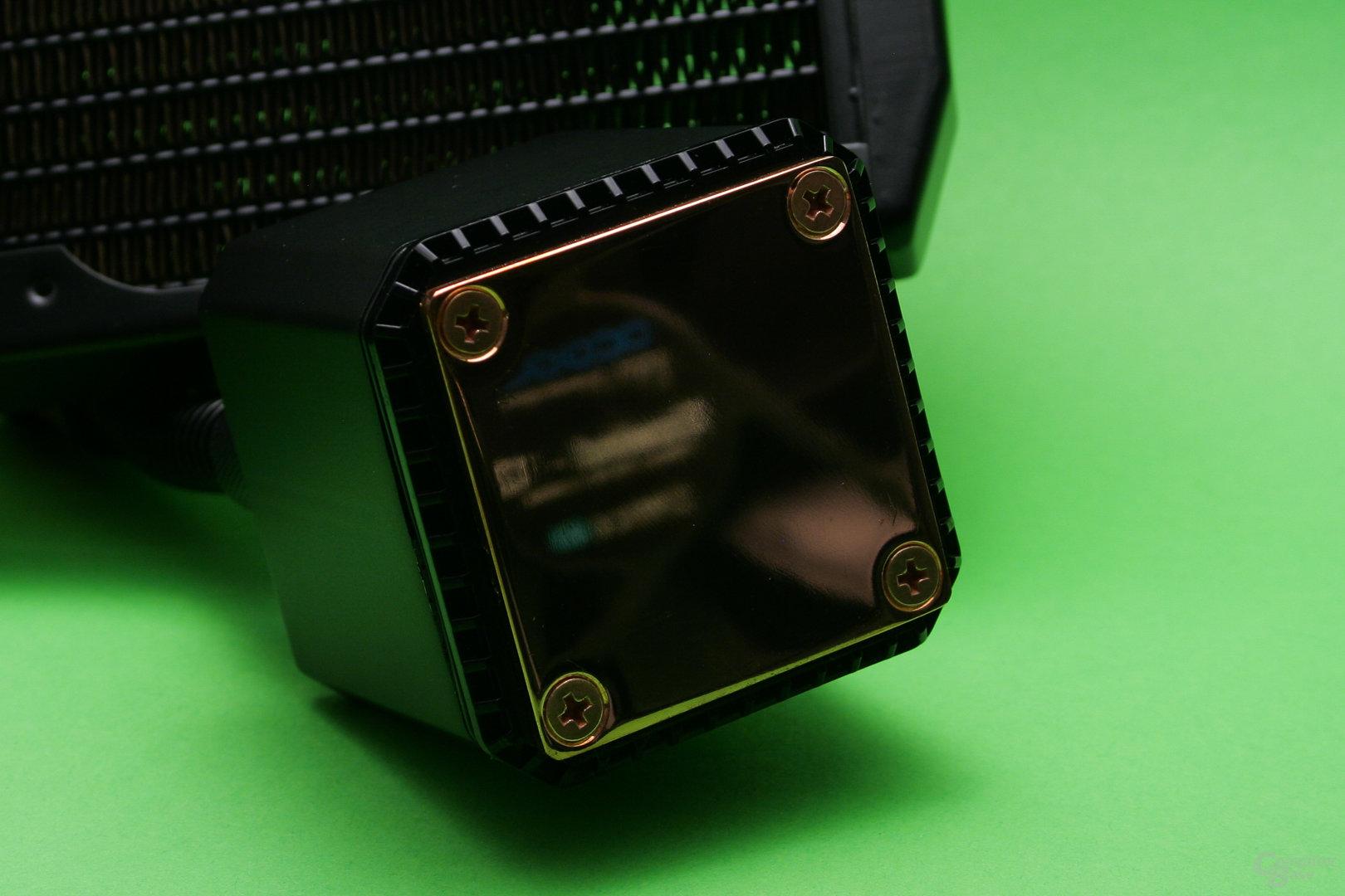 Alphacool Eisbaer: Spiegelnde Auflagefläche des Kühlers