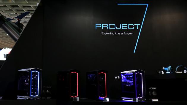Aerocool Project 7: Netzteil, Kühler und Gehäuse in auffälligem Design