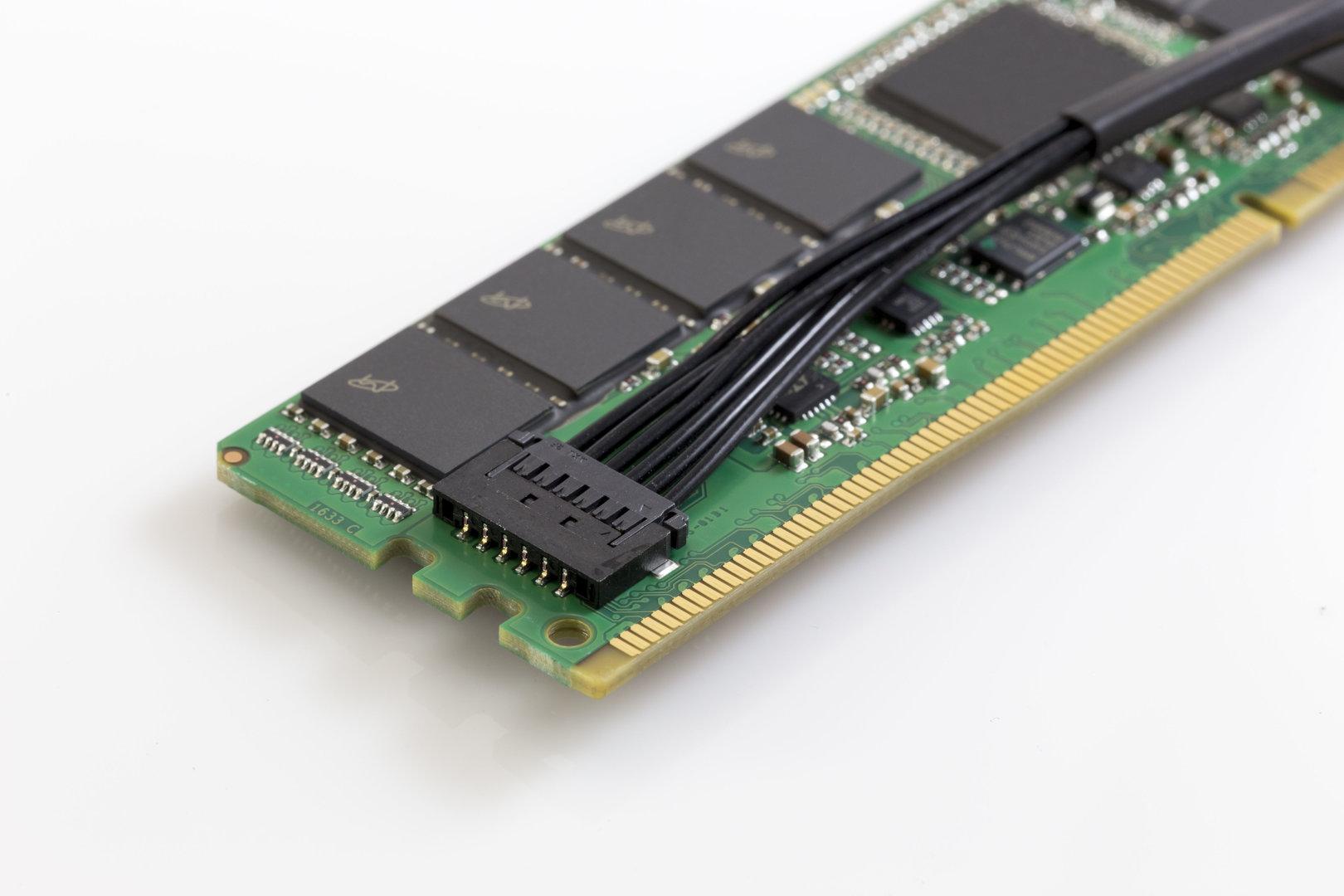 Crucial 8 GB DDR4 NVDIMM