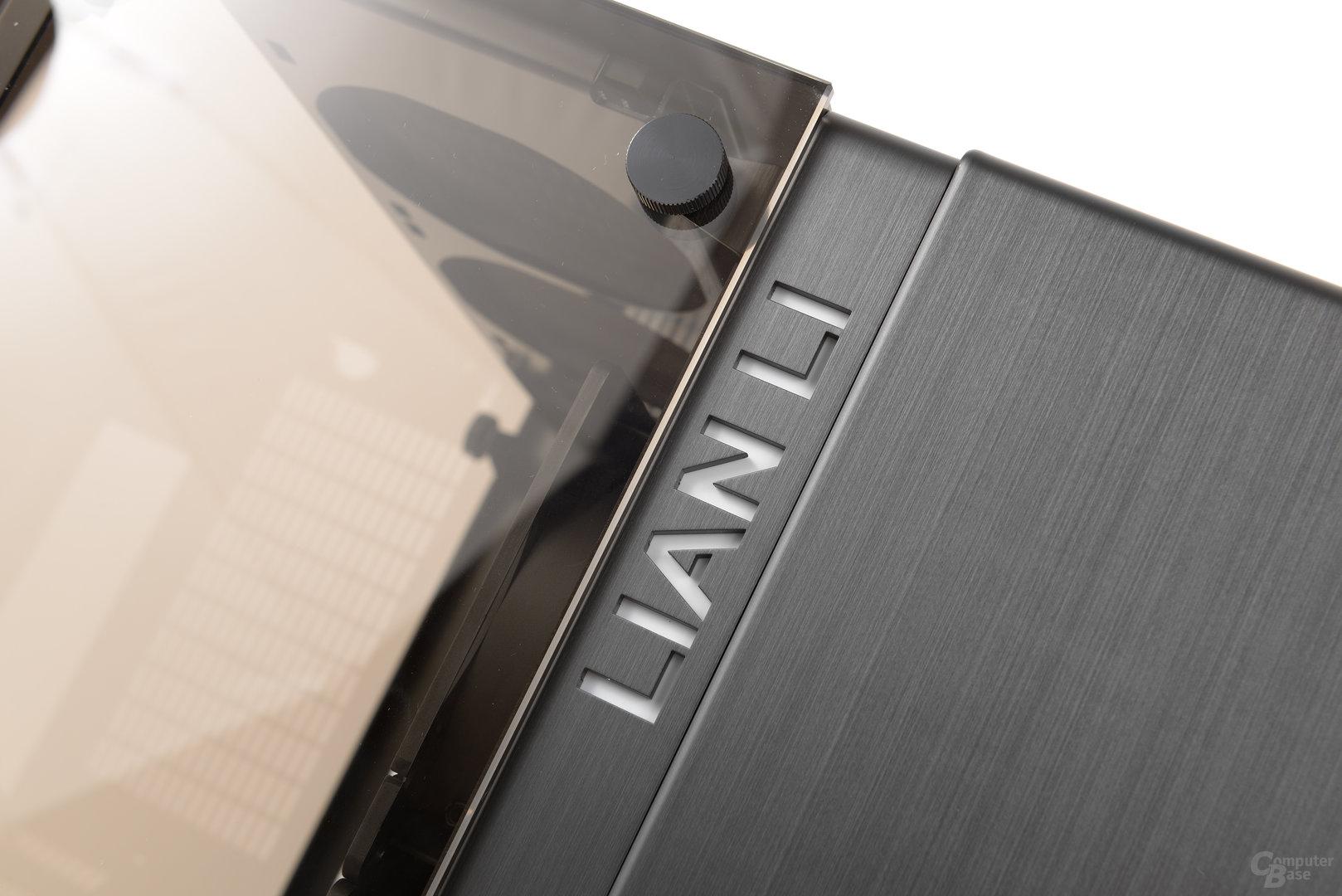 Lian Li PC-O9 – Im Betrieb beleuchteter Schriftzug