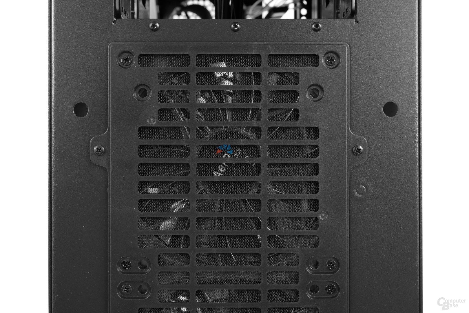 Aerocool XPredator II – Die Frontlüfter sind mit dem Staubfilter verschraubt