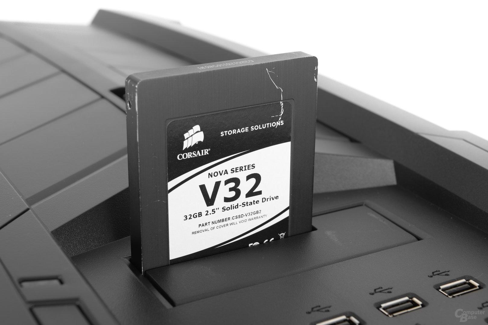 "Aerocool XPredator II – 2,5""-Festplatte im Slot eingesetzt"