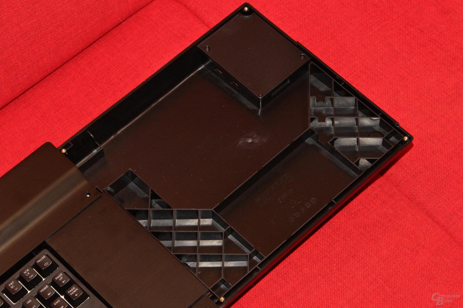 Unter dem Mauspad liegen USB-Anschlüsse für die Peripherie