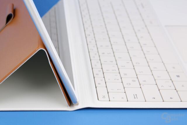 Tastatur hängt leicht in der Luft
